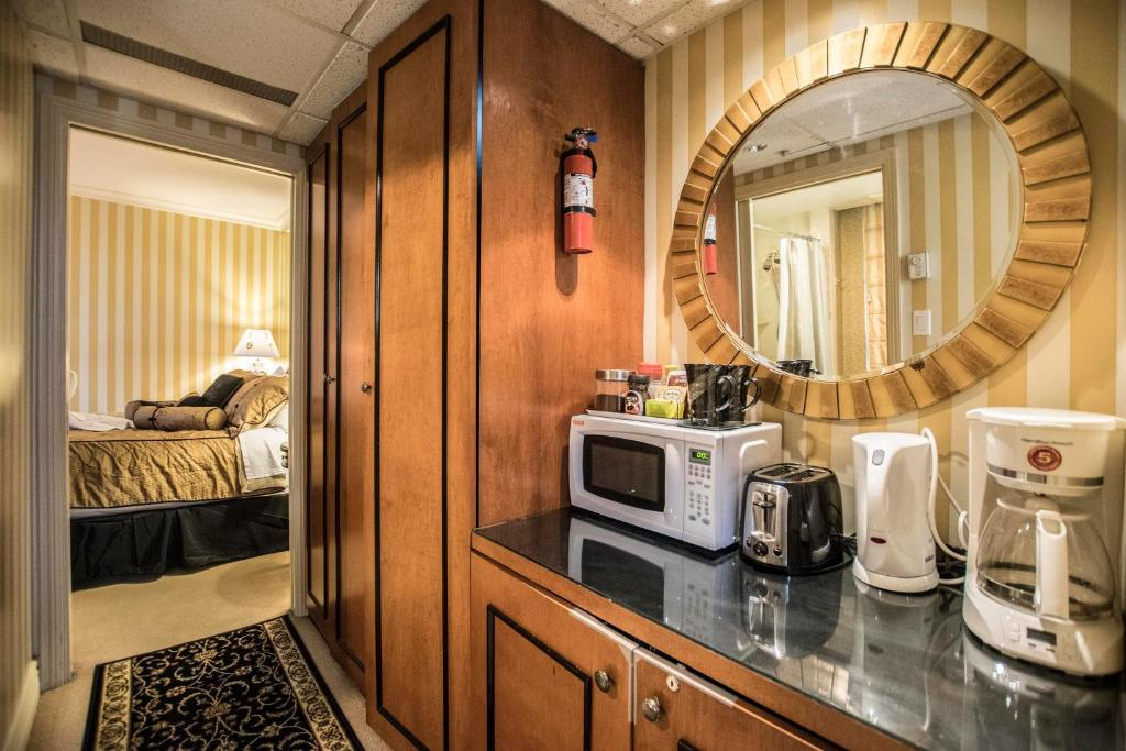 Boutique Downtown Suites - Privately owned