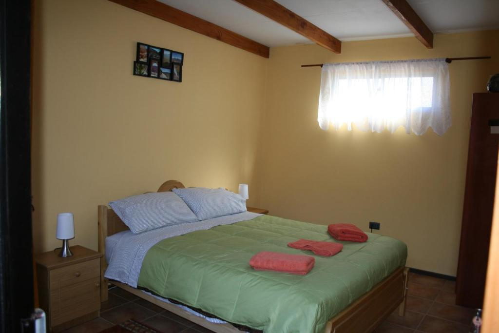 A bed or beds in a room at Hostal Km Zero El Senor del Laskar