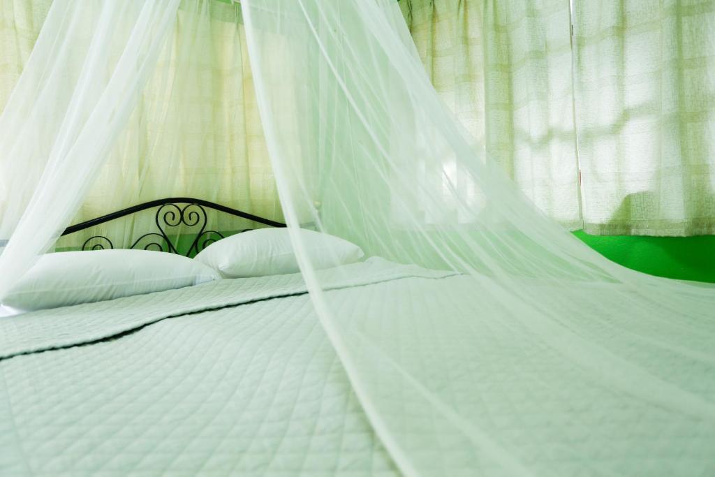 A bed or beds in a room at Kasemsuk Resort