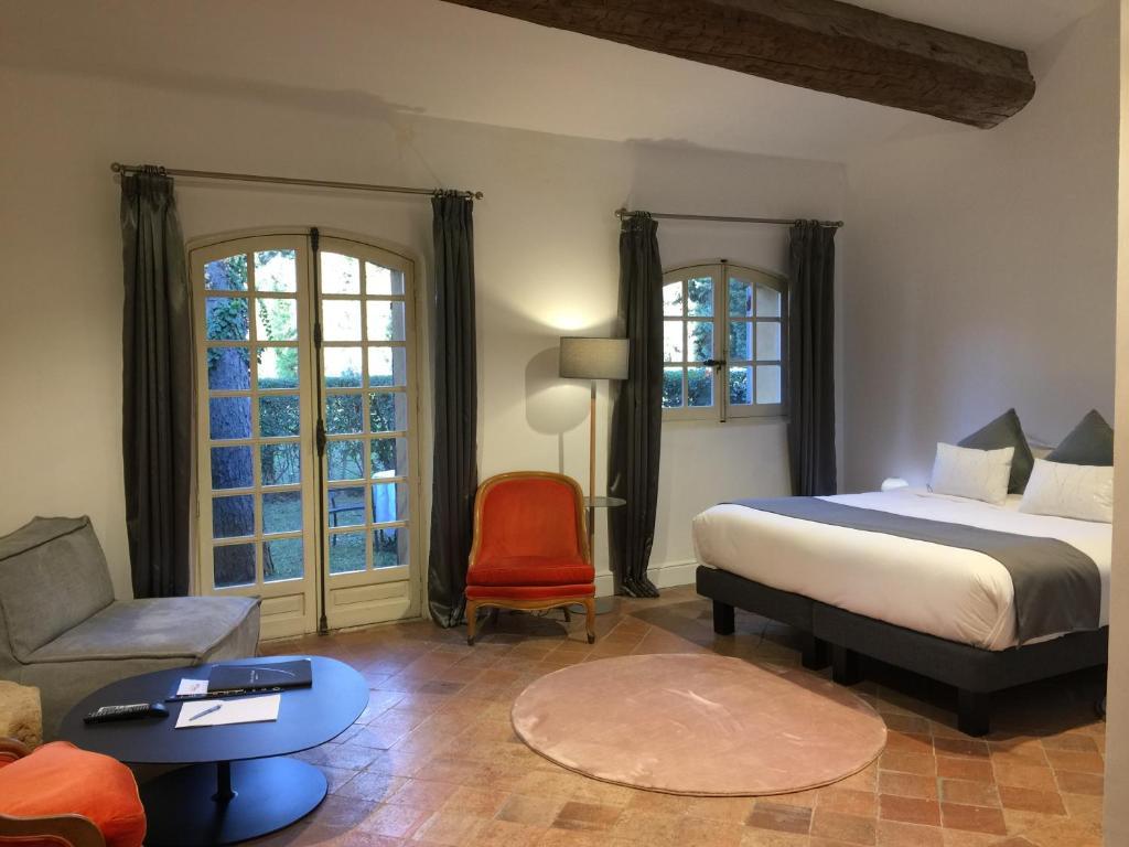 Hotel Château De La Pioline AixenProvence France Bookingcom - Chambre des commerces aix en provence