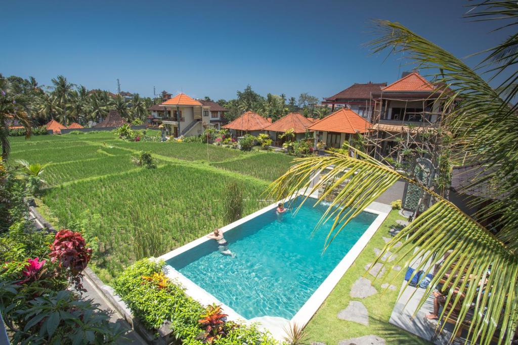 A view of the pool at Puji Hostel Ubud or nearby