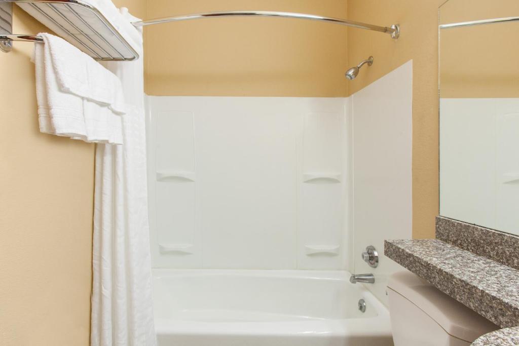 Microtel Wyndham Rogers AR Bookingcom - Bathroom remodeling rogers ar