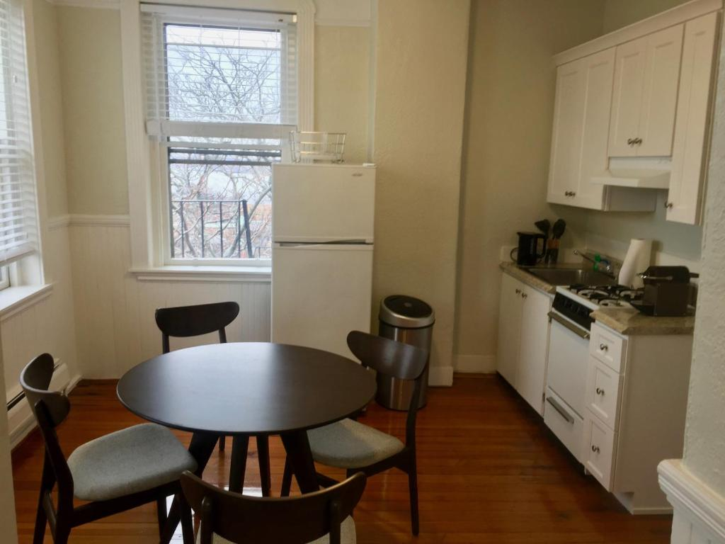112 Myrtle #10 By Lyon Apartments, Boston, MA - Booking.com