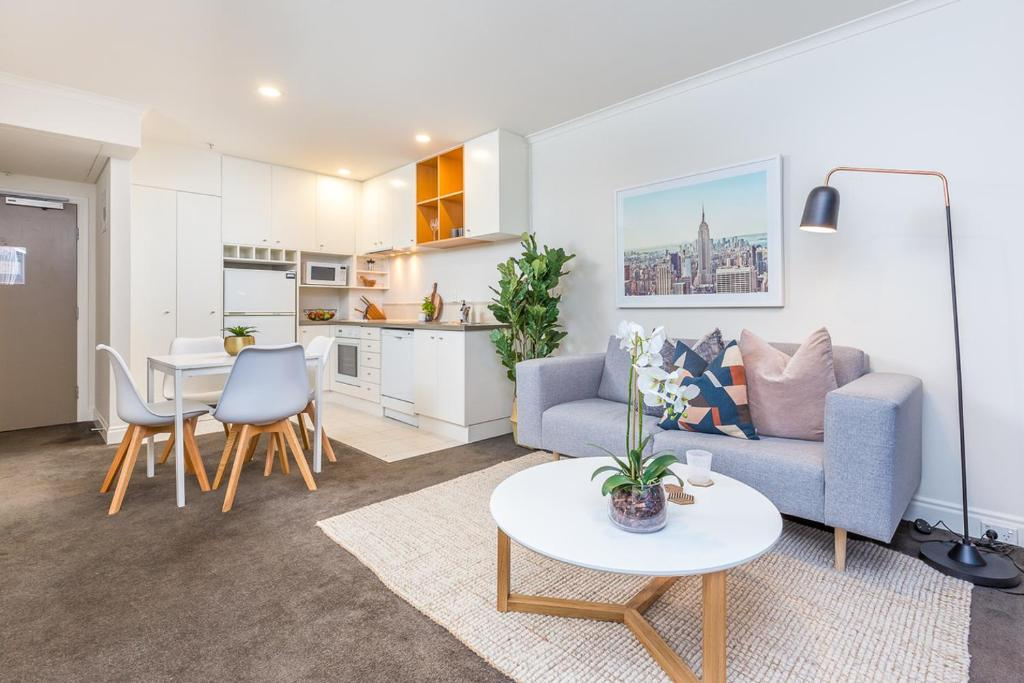 Lovely city apartment! views pool and gym auckland new zealand