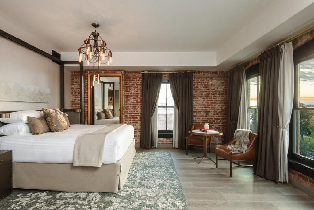 The Charmant Hotel La Crosse Wi Bookingcom