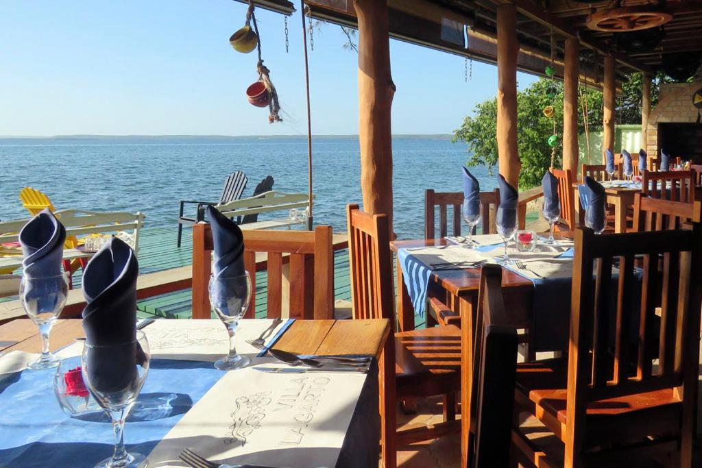 A restaurant or other place to eat at BR& Villa Lagarto