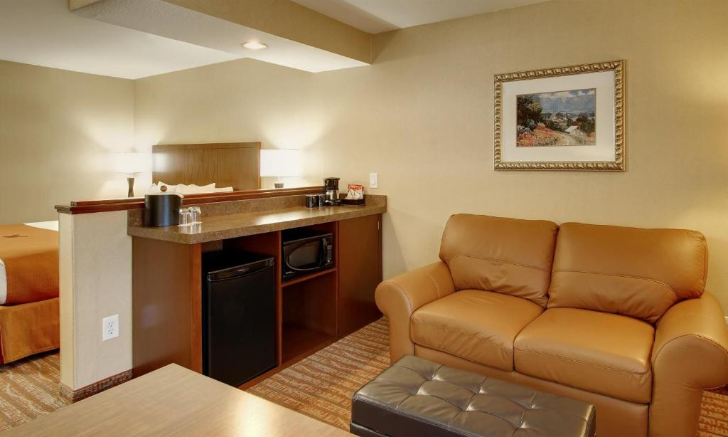 Hotel Phoenix Lake Oswego Or Bookingcom