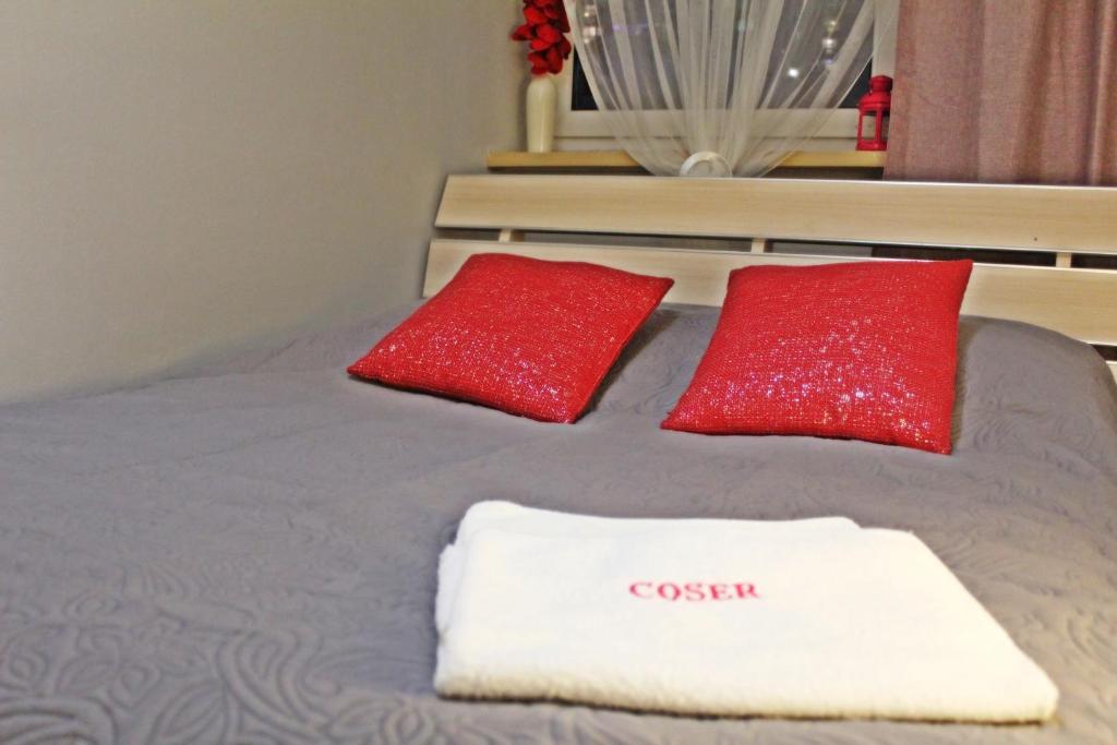 A bed or beds in a room at Al.JP 26 Coser Apartamenty Centrum