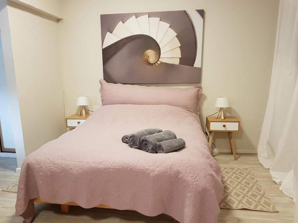 A bed or beds in a room at Best central location to tour Israel
