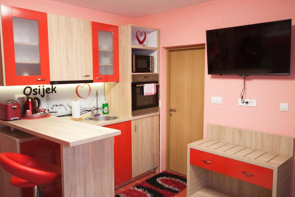 Design Apartments Red Blue Kroatien Osijek Booking Com
