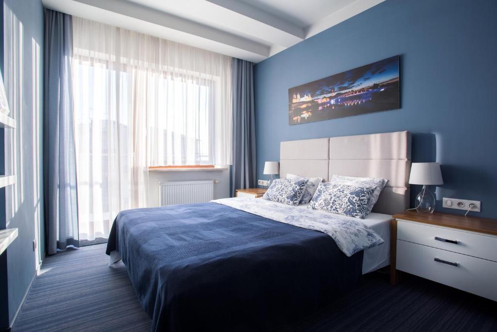 Luxurioese Bilder Von Antiker Kleiderschrank Fuer Elegantes Zimmer , Elite Apartments Garbary Old Town Polen Posen Booking