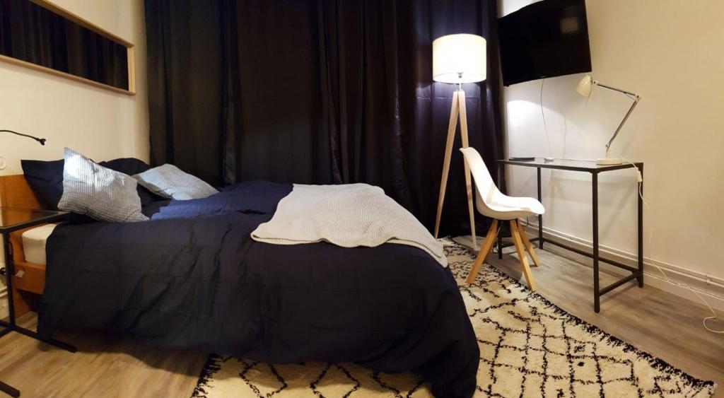 apartment cozy studio metz france. Black Bedroom Furniture Sets. Home Design Ideas