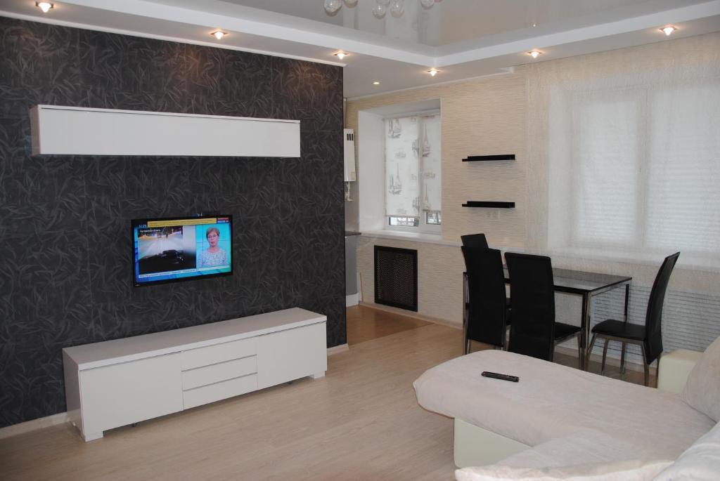 Телевизор и/или развлекательный центр в Апартаменты на пр. Больничный 10