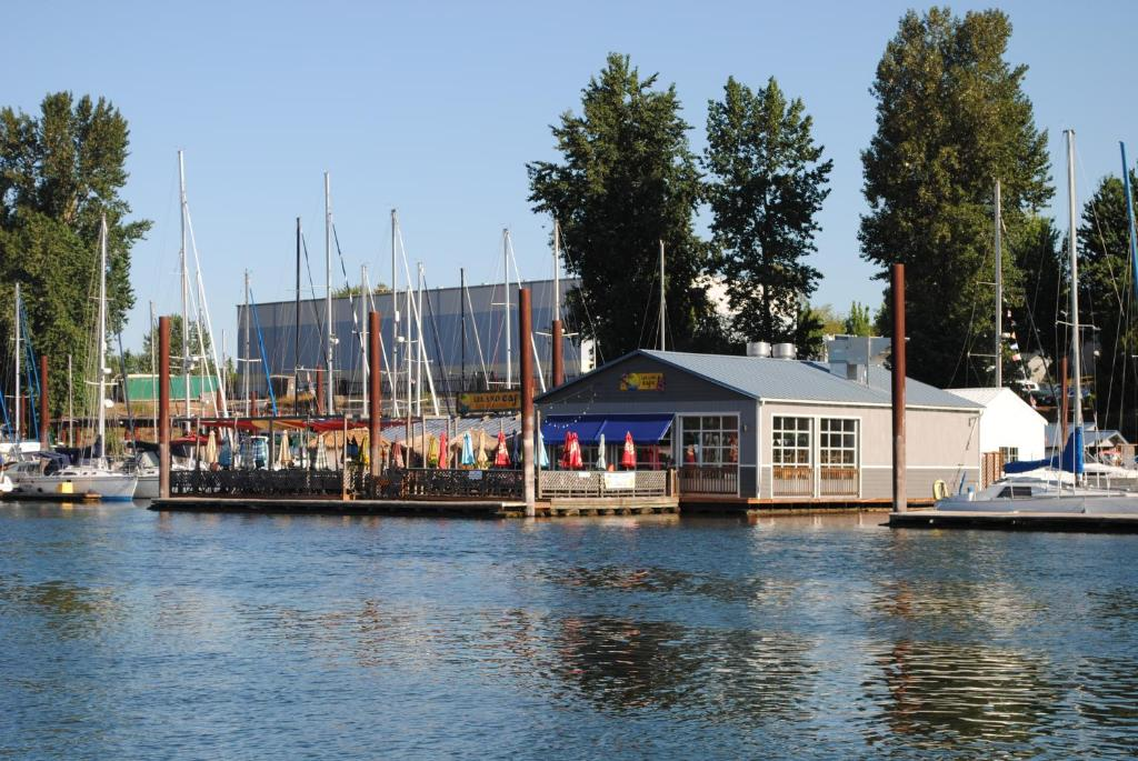 Floating Holiday Home Portland Or