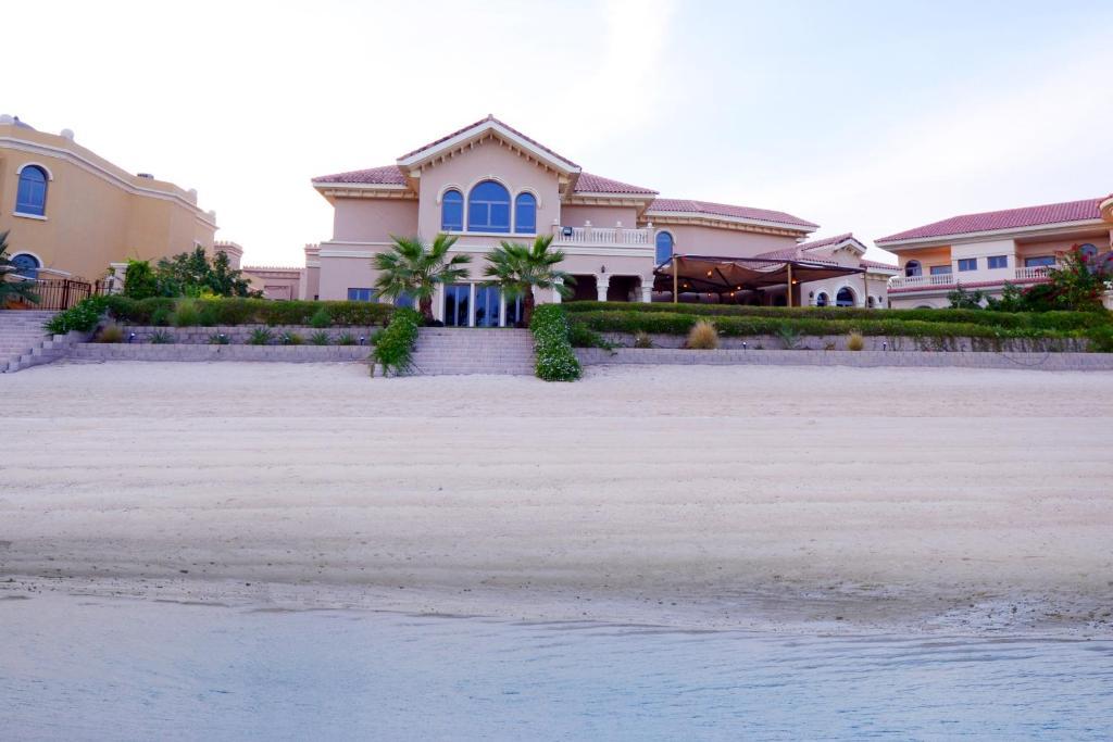 six bedroom villa palm jumeirah dubai uae