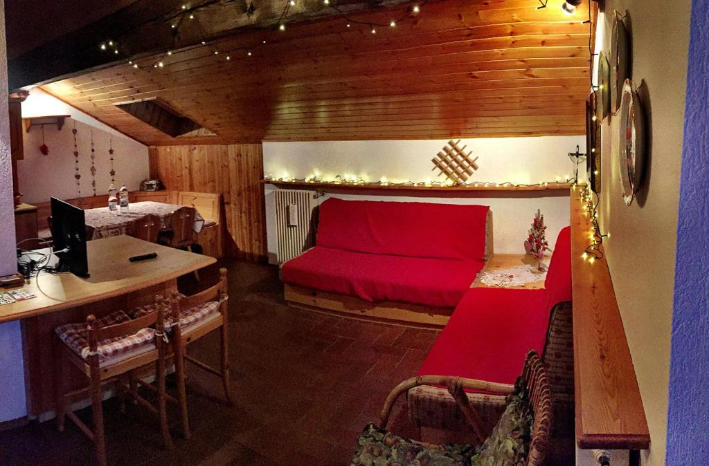 Appartamento Mansarda in montagna (Italia Carano) - Booking.com