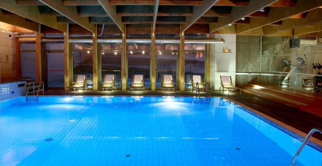 Der Swimmingpool an oder in der Nähe von Abba Burgos