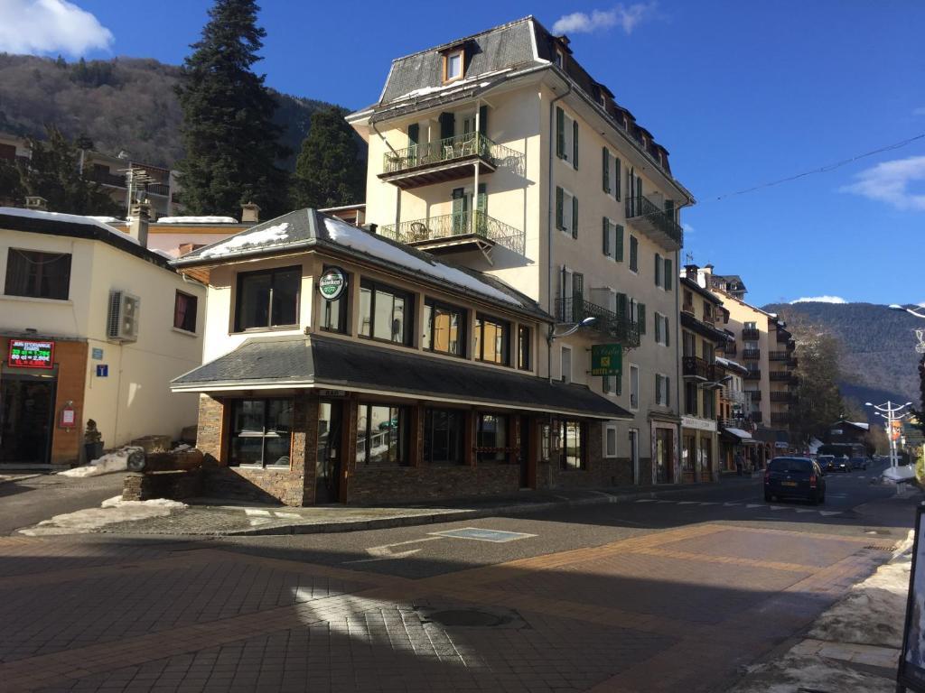 Hotel le centre brides les bains france for Hotel le france