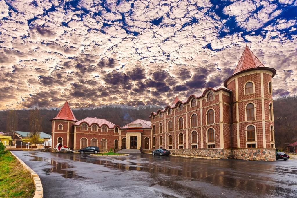 Картинки по запросу Chateau qusar hotel