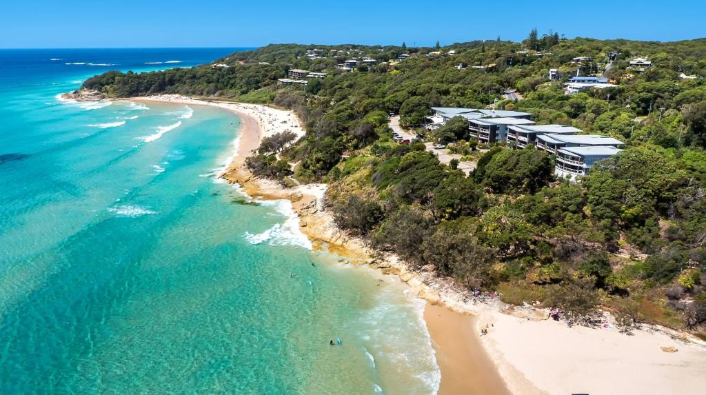 Connecting You To North Stradbroke Island: Stradbroke Island Beach Hotel, Point Lookout, Australia