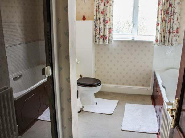 Kylpyhuone majoituspaikassa White Oak Grange