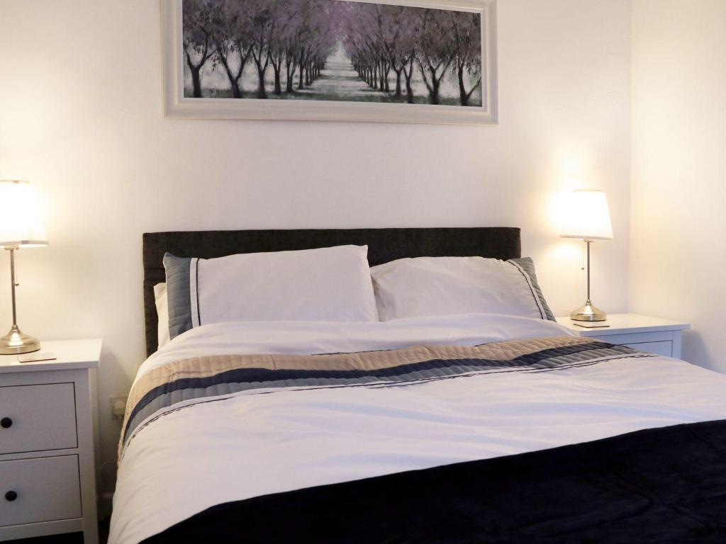 A bed or beds in a room at Dashwood