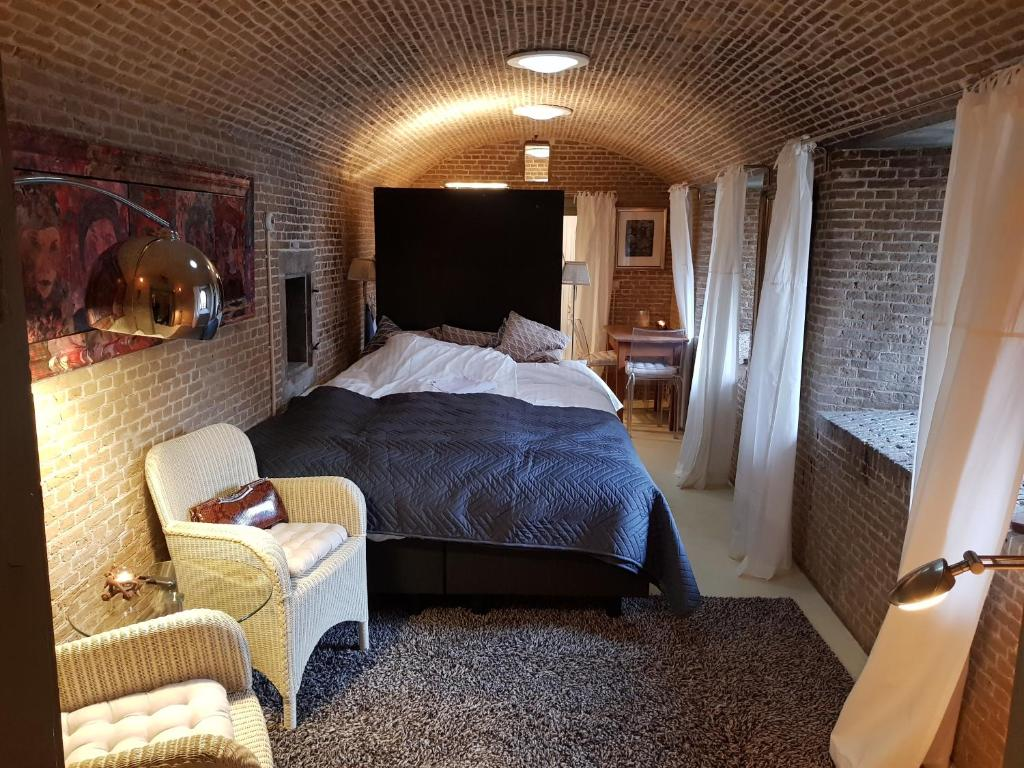 A bed or beds in a room at Kazemat Zus