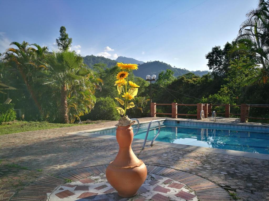 Finca privada casona campestre con piscina la mesa for Alojamiento con piscina privada