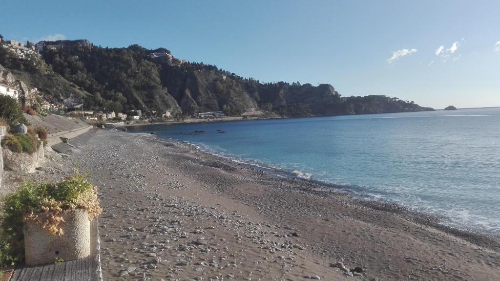 Ferienwohnung la rosa dei venti sul mare italien taormina - La finestra sul mare taormina ...