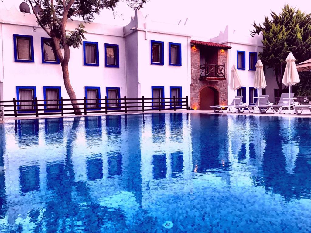 Kolam renang di atau dekat dengan Hotel Atrium
