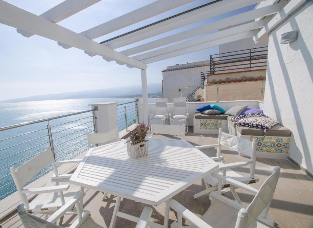 Terrazza sul mare Apartment, Vieste, Italy - Booking.com