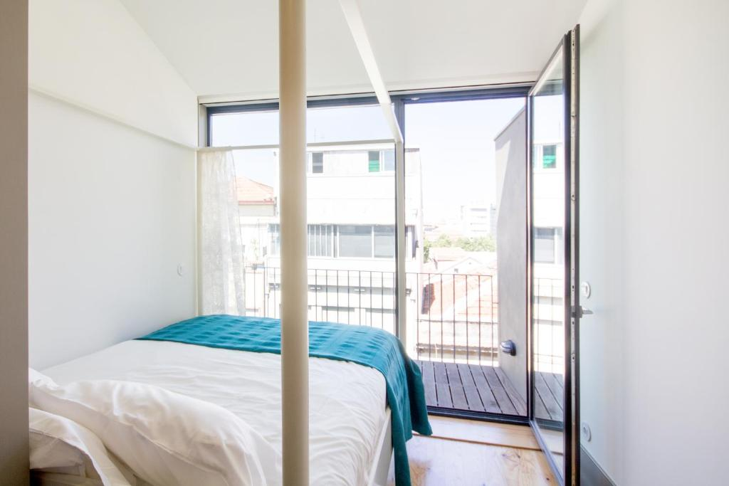 A bed or beds in a room at Bonjardim Apartment Porto Center