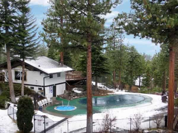 Бассейн в Tahoe Tyrol Lodge или поблизости