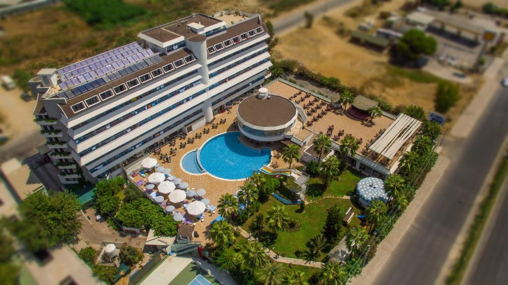 Een luchtfoto van Drita Hotel