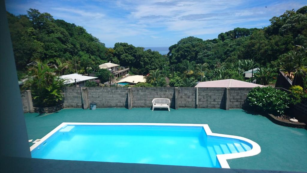The swimming pool at or near Iaorana Appartement 100m2