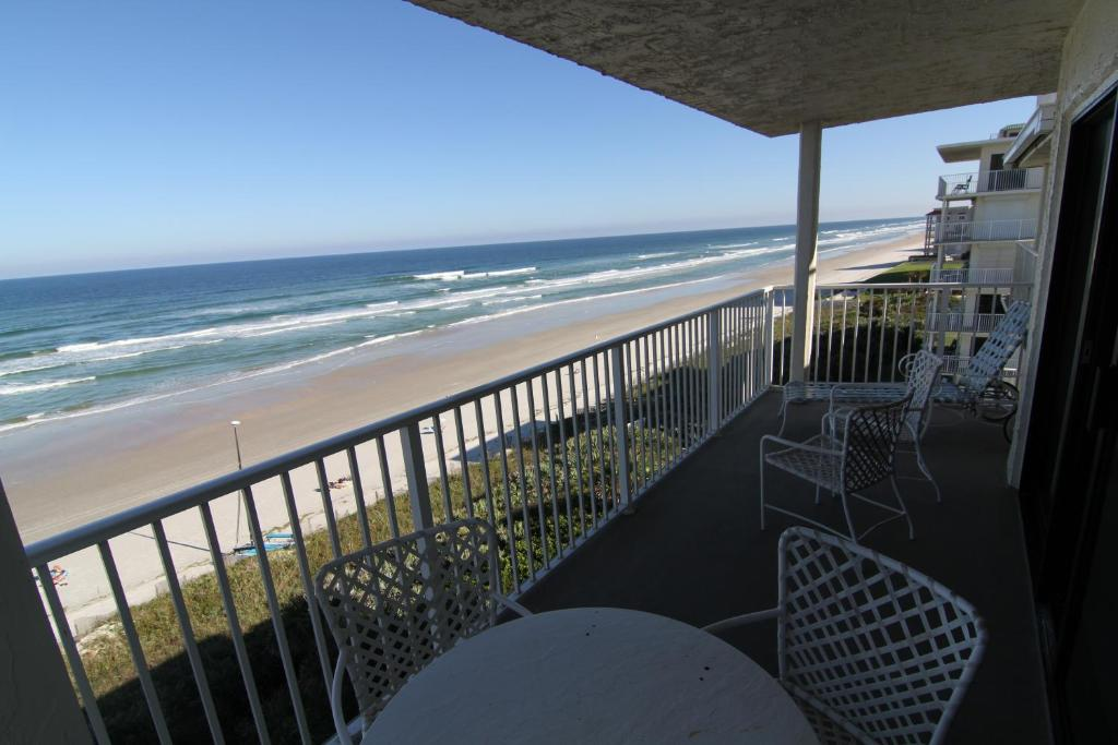 Florida Coastal Living Real Estate. Apartment 2 Bedroom Coastal Living  Tranquility New Smyrna Beach