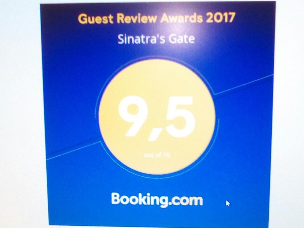 Nearby hotel : Sinatra's Gate