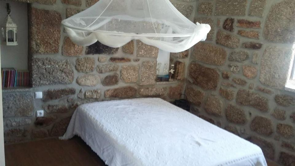 A bed or beds in a room at Casa Velha