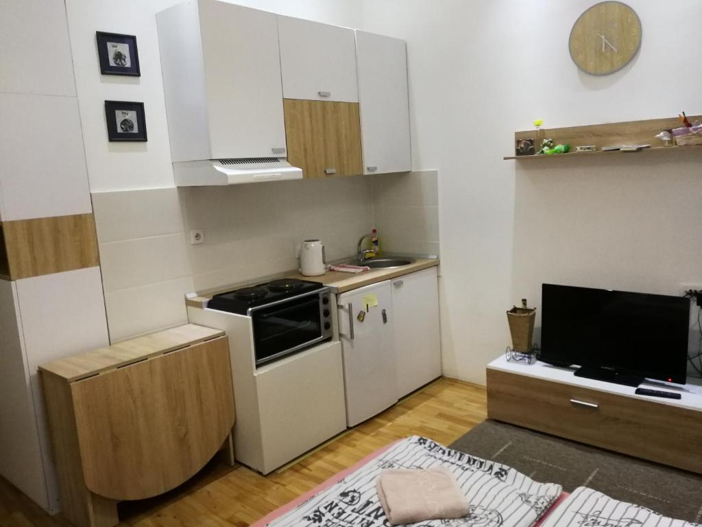 A kitchen or kitchenette at Imperia Apartments