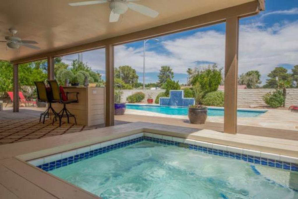 Vacation Home 6 Bedroom House In La Solana Way Las Vegas Nv