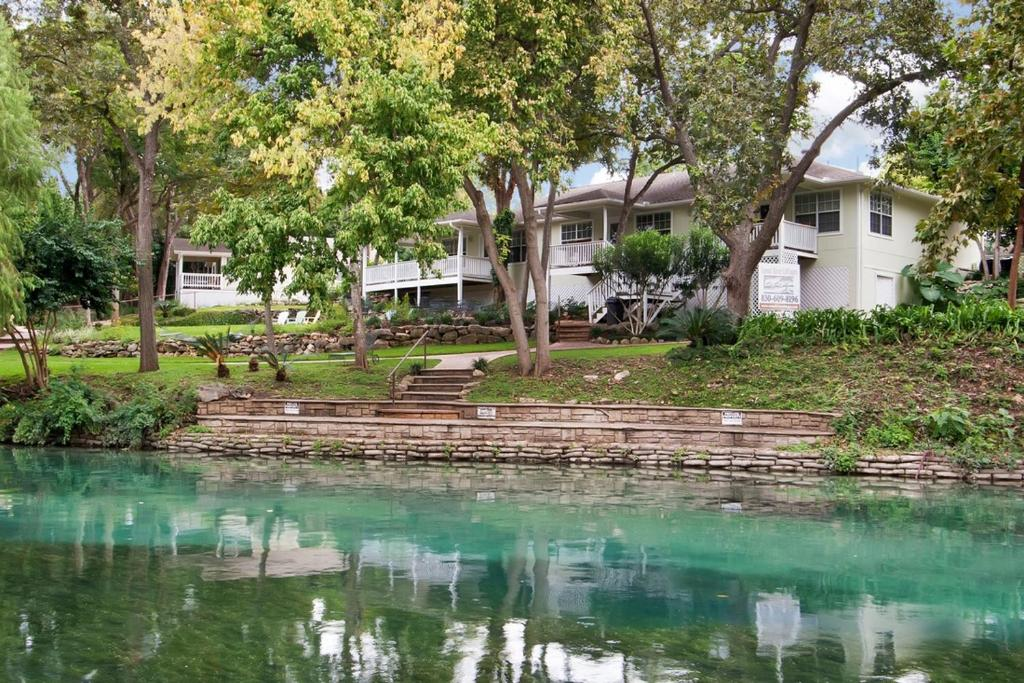 Comal river cottages 403b new braunfels tx - 2 bedroom suites in new braunfels tx ...