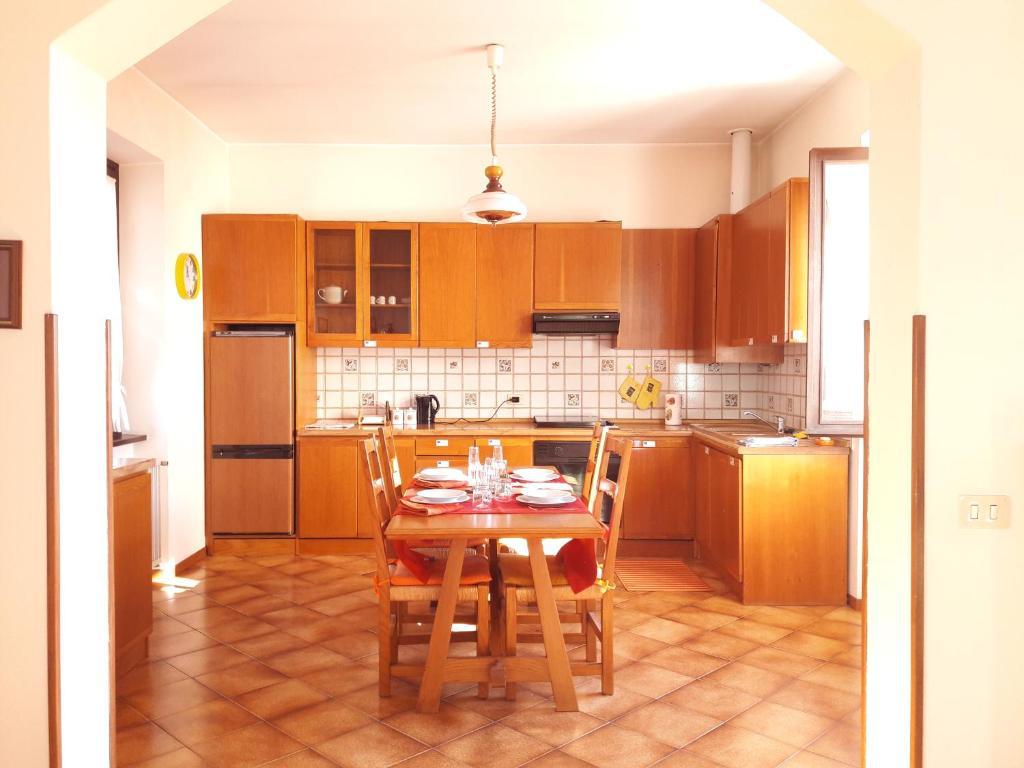Camere Da Letto Stile Country Prezzi : Como country house cavallasca u prezzi aggiornati per il