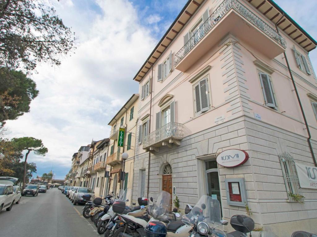 Bagno Balena Marina Di Pisa : Locazione turistica balena viareggio u2013 prezzi aggiornati per il 2018