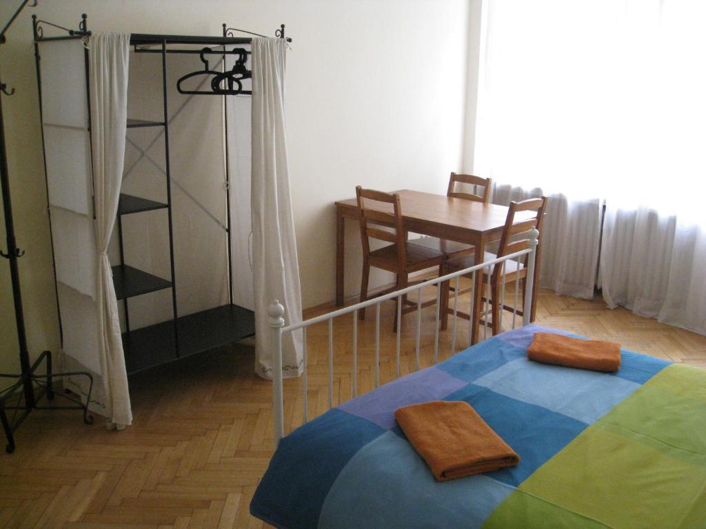 Tempat tidur susun dalam kamar di Ragtime