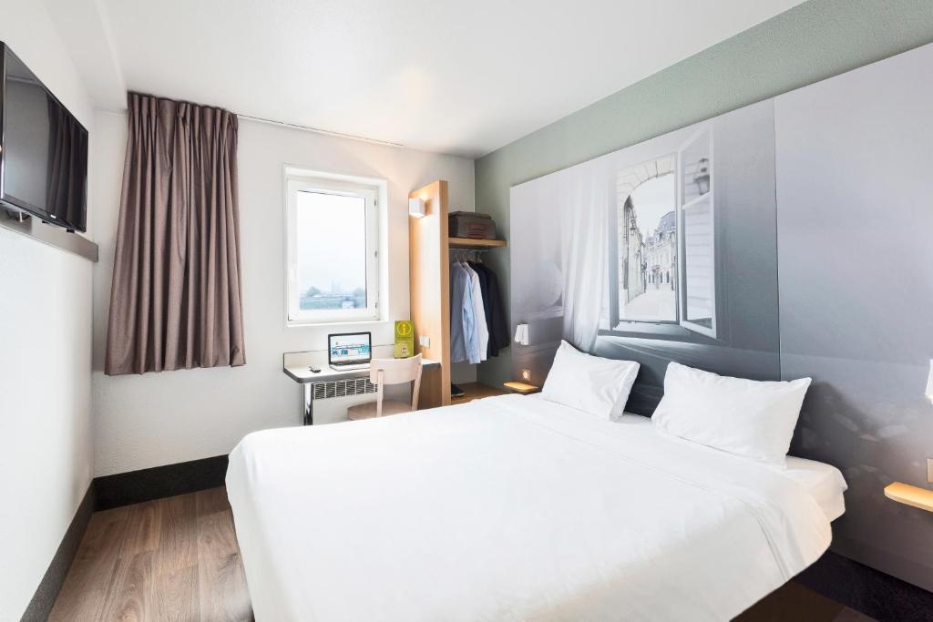 Un ou plusieurs lits dans un hébergement de l'établissement B&B Hôtel Dijon Nord