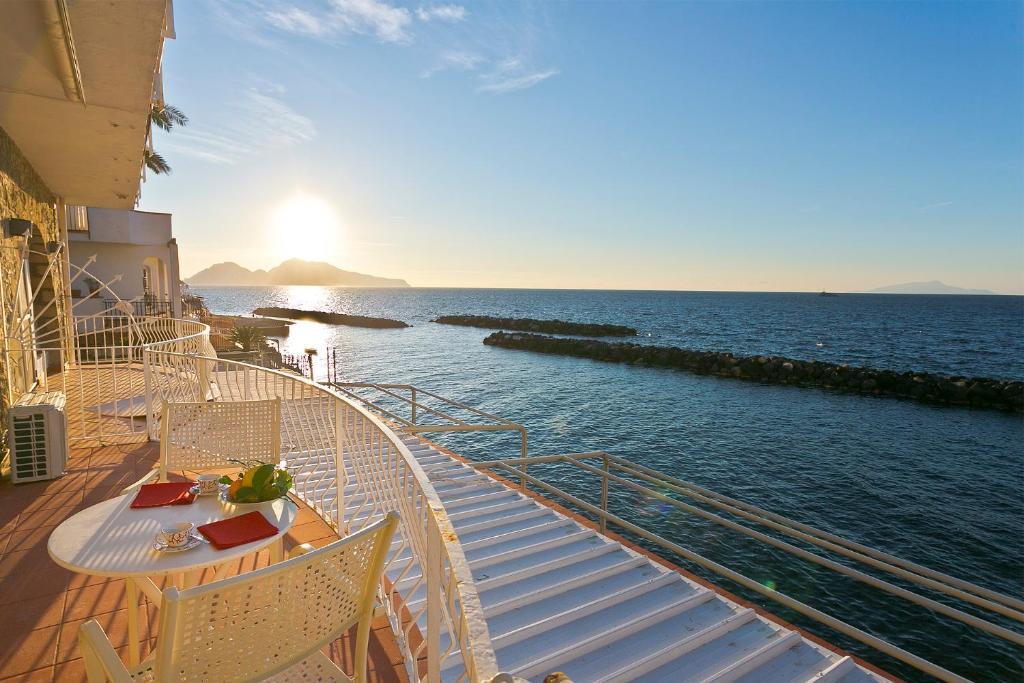 Matrimonio Spiaggia Marina Di Massa : Villa sul mare massa lubrense u prezzi aggiornati per il