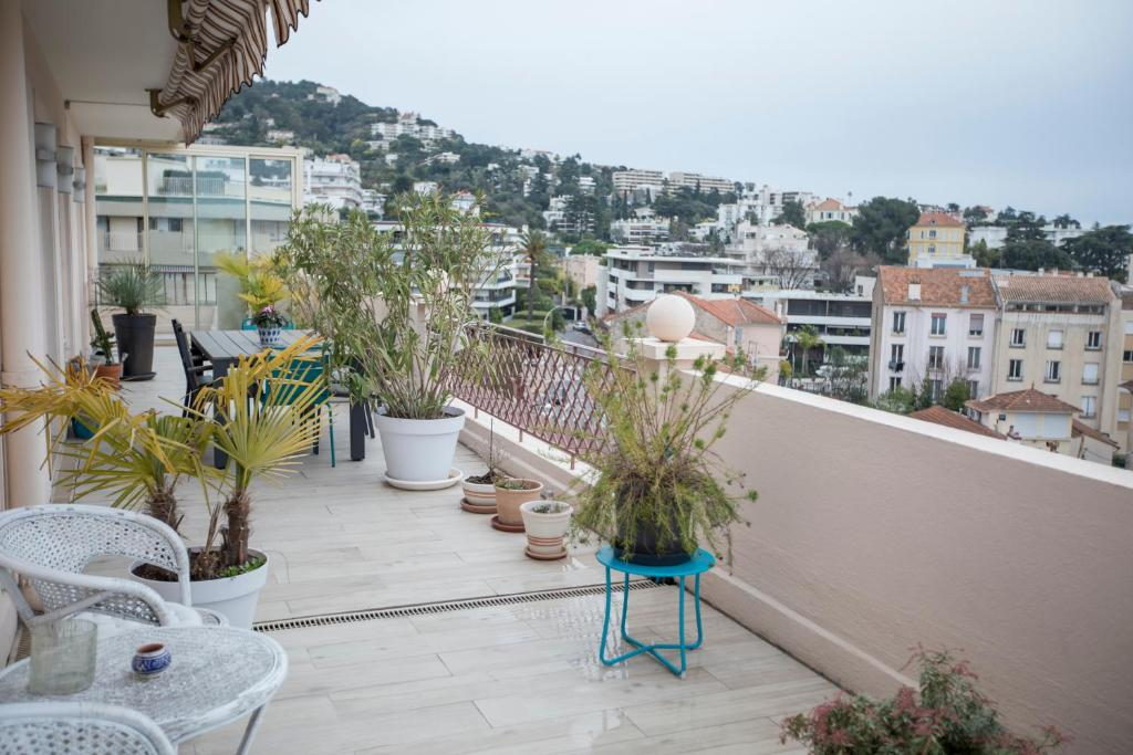 Apartment Penthouse Montfleury by Connexion, Cannes, France ...