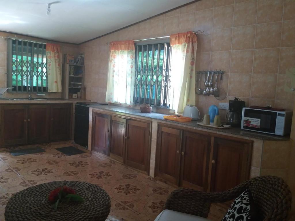 Ferienwohnung Susan Self Catering (Seychellen Baie Sainte Anne ...