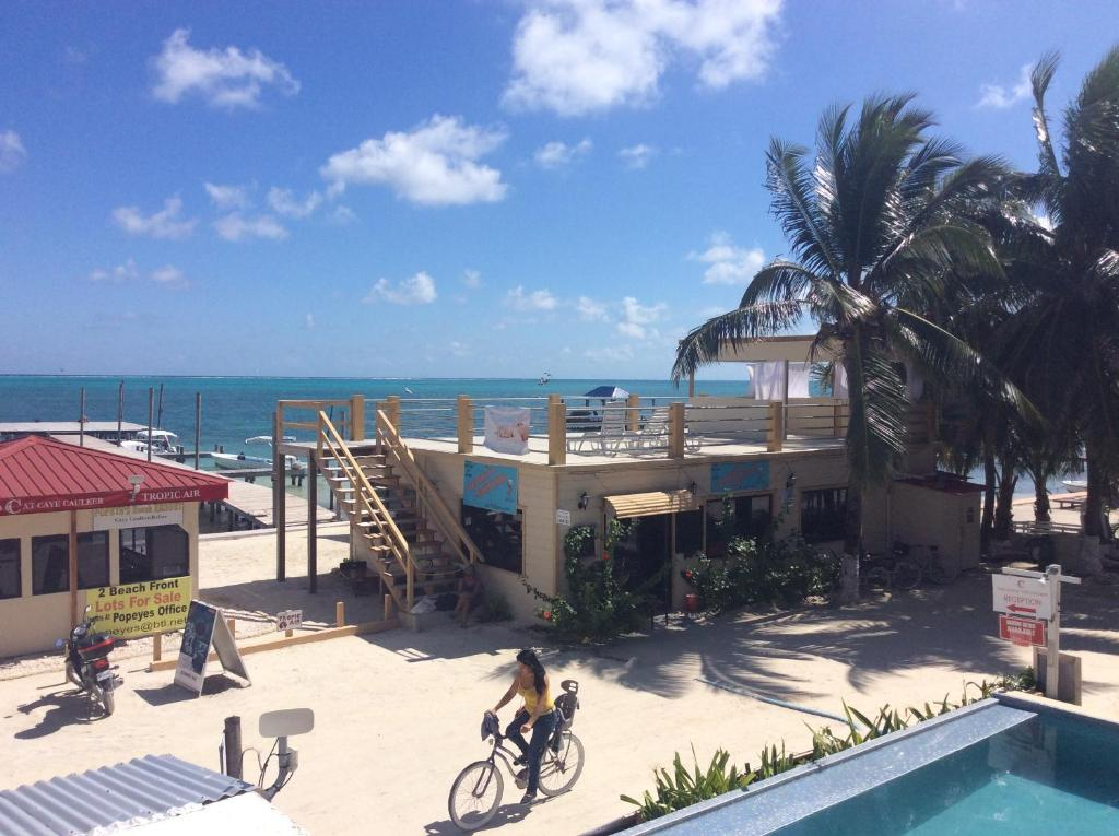 A view of the pool at Popeyes Beach Hostel Caye Caulker or nearby