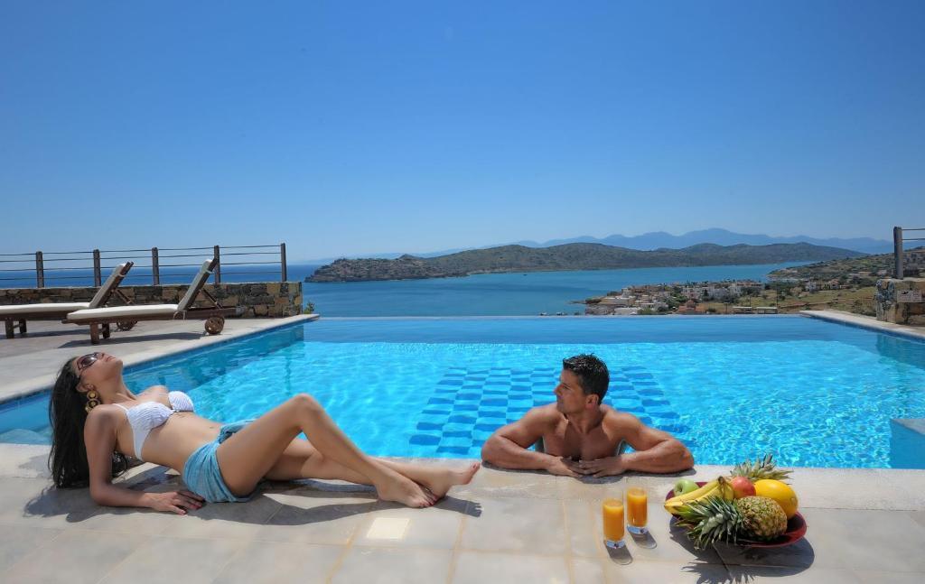 Guests staying at Elounda Maris Villas